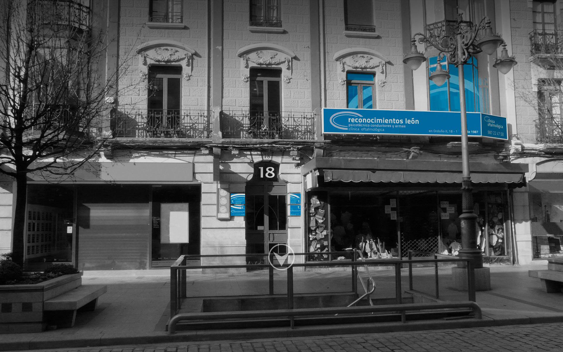 fachada-recleon-bn-azul